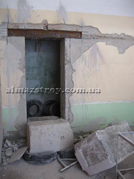 проем в фундаментном блоке Харьков