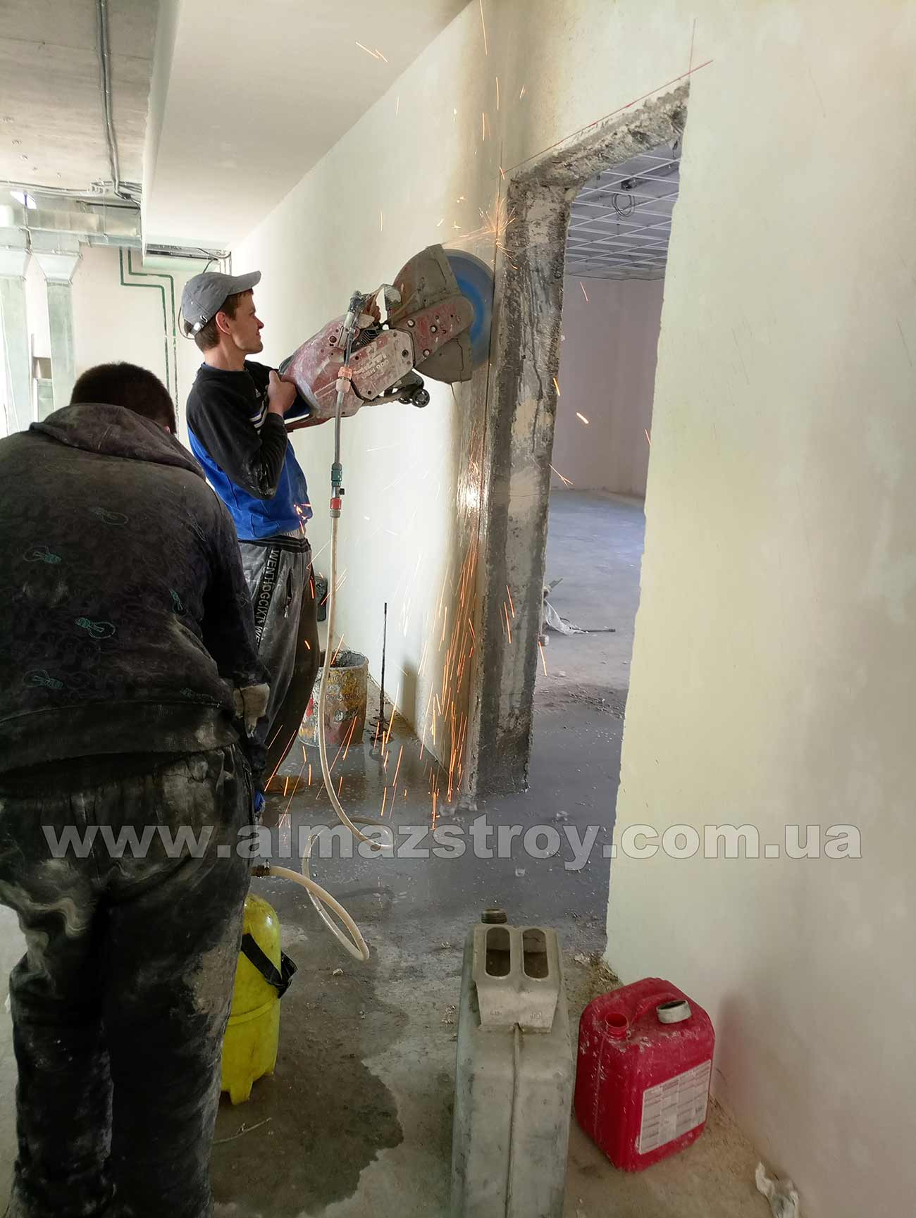 Алмазная резка бетона с водой Харьков